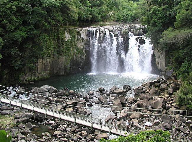 関の尾の滝全景